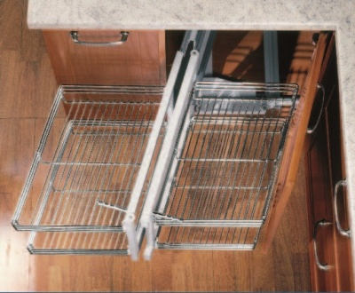 Corner pull-out system SLOPING